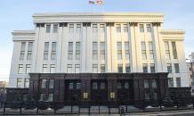 Пьяный пенсионер выломал ворота у здания правительства в Челябинске
