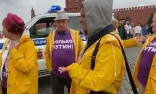 """Людей в футболках """"Только Путин"""" задержали на Красной площади"""