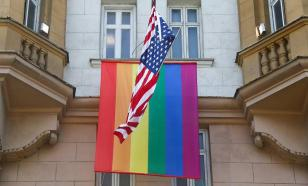 На здании посольства США в Москве появился флаг ЛГБТ