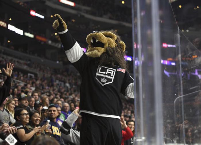 """Маскот """"Лос-Анджелеса"""" задержан по обвинению в домогательствах"""