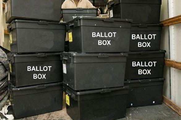 """На  складе в Огайо нашли  запечатанные урны с голосами """"за Клинтон"""""""