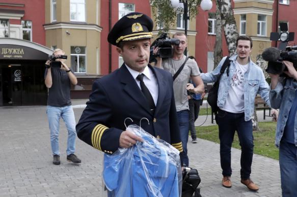 Пилоты аварийно севшего А321 получили звание Героев России