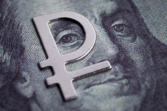 Курс рубля обновил трехмесячный максимум к доллару