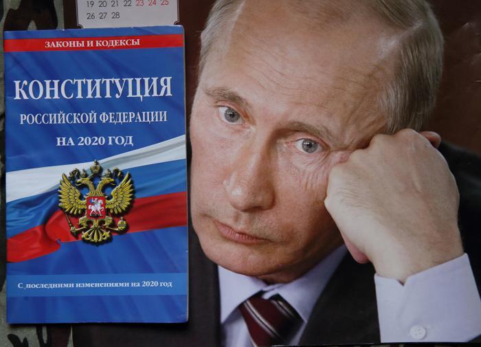 Конституция России уже изменена
