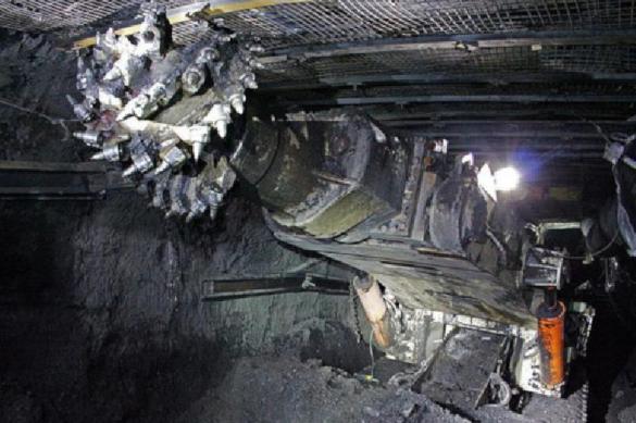 Крупнейшая шахта России остановила работу из-за пожара
