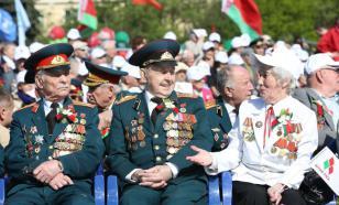 На Парад в Минске собрали 15 тысяч человек – в масках и без них