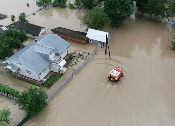Жителей запада Украины эвакуируют из-за наводнений
