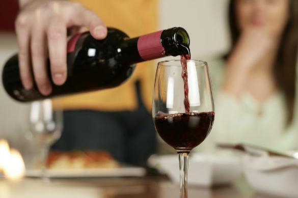 Нарколог: бокал вина за ужином для россиянина - путь к алкоголизму
