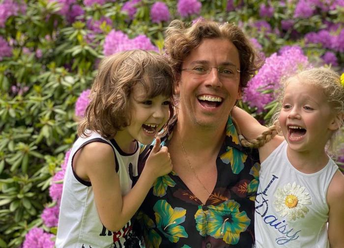 Галкин показал, как проводит весенние огородные работы с детьми