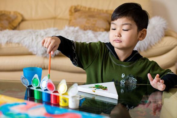Причины возникновения аутизма тесно связаны с генетикой, вирусами и наследственностью