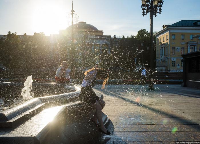 Для кого жара особенно опасна, напомнила главный терапевт Минздрава РФ