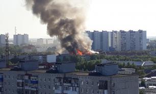 В Нижневартовске загорелась крыша пятиэтажного дома