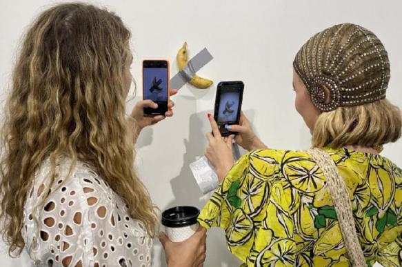 Художник из США съел банан за 0 тыс.