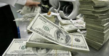 Торги в Москве открылись падением рубля