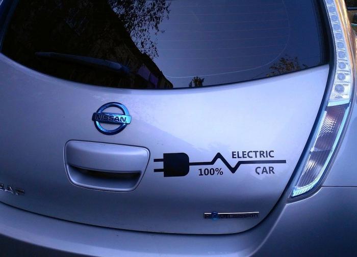 Власти Японии запретят продавать чисто бензиновые автомобили