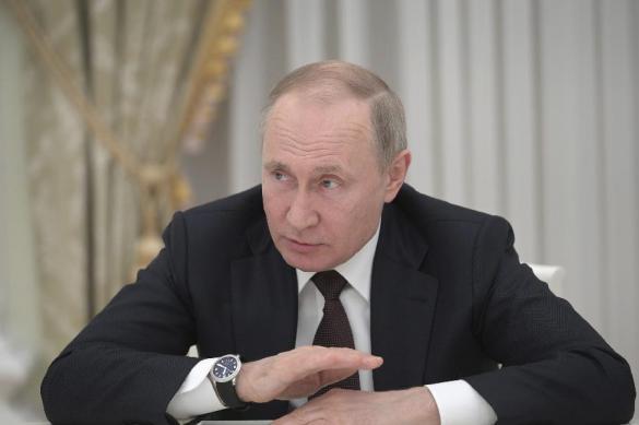 """Путин назвал попытки изменить историю войны """"плевком в лицо"""""""