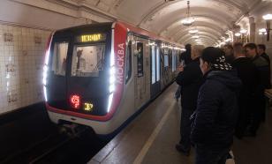 В Москве на одной из станций метро мужчина угрожает самоубийством