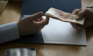 Ругающие коррупцию россияне с упоением дают взятки