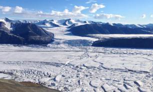 Российский ледник Вавилова начал сползать в океан