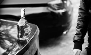 Костанайцы ведрами черпали алкоголь из перевернувшегося спиртовоза