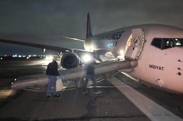 Самолет Turkish Airlines аварийно сел в Одессе
