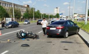 Мотоциклист ДПС врезался в легковой автомобиль