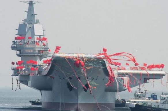 """Китайский авианосец """"Пипи Ся"""" начал первый боевой поход"""