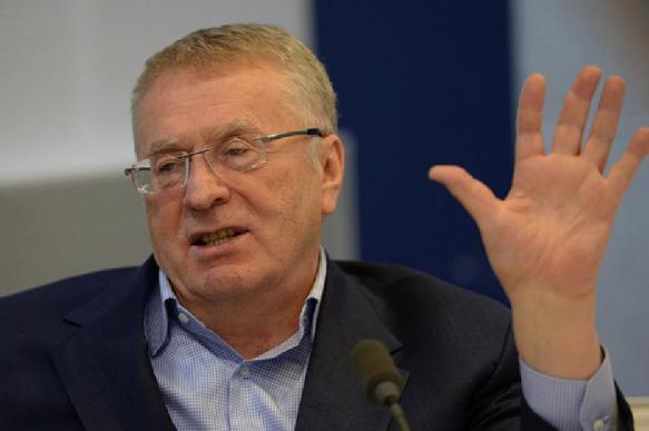 В ЛДПР прокомментировали раздачу денег Жириновским