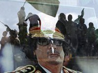Семья Каддафи пустилась в бега.