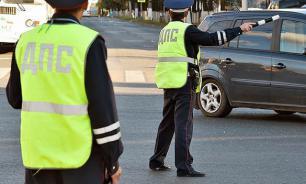 Сотрудникам ГИБДД разрешено курить при общении с водителями