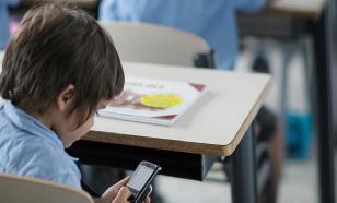 ВЦИОМ: три четверти россиян за запрет смартфонов в школах