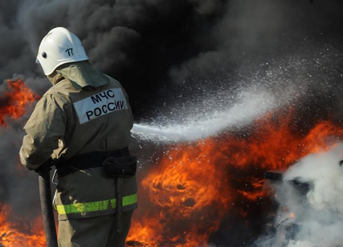 Женщина погибла во время пожара на городском рынке в Волгограде