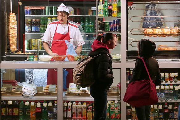 В Госдуме предложили запретить продажу шаурмы в Москве