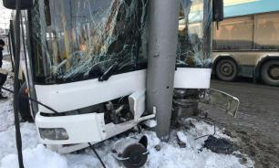 Автобус столкнулся с шестью машинами в Пермском крае