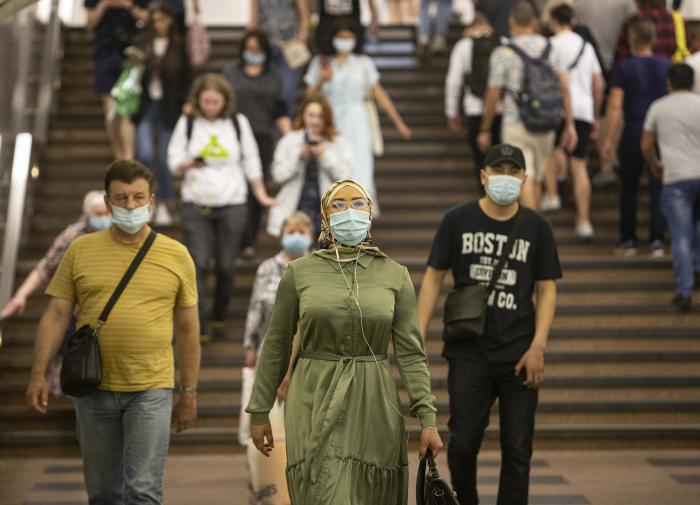 В России меньше семи тысяч заболевших за сутки