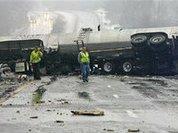 Из-за гололеда в Вермонте перевернулся и загорелся грузовик