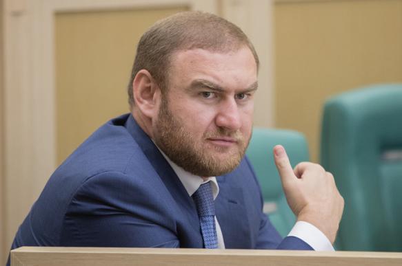 Рауфа Арашукова лишили статуса сенатора