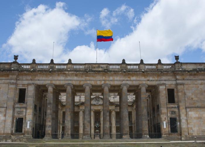 Вертолёт с президентом Колумбии подвергся обстрелу в воздухе