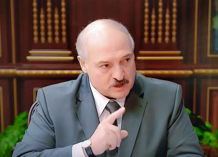 """Лукашенко потребовал от дипломатов """"бить морды"""" за флаг Белоруссии"""