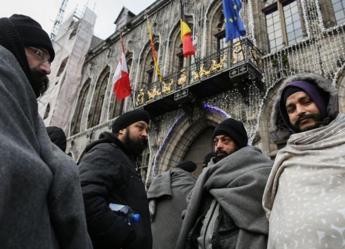 Западная толерантность: бегство от 78 гендеров в хиджабе