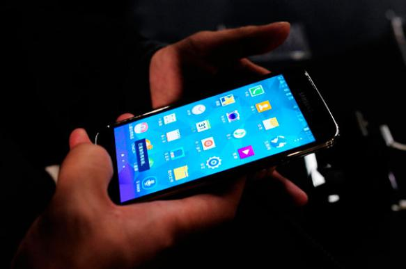 """Васильева """"четко и жестко"""" рекомендовала запретить мобильники на уроках"""