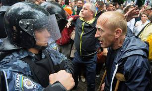 У здания администрации президента Украины начались столкновения