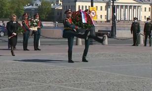 Матвиенко и Беглов возложили цветы к памятнику основателя Петербурга