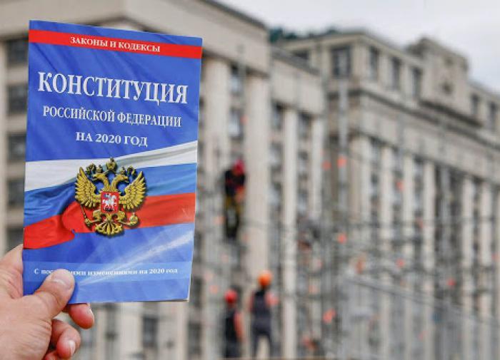 Политолог Надеждин: о Боге в Конституции и Дне обнуления
