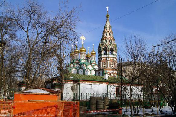 Неизвестный с ножом ранил двоих прихожан храма в Москве