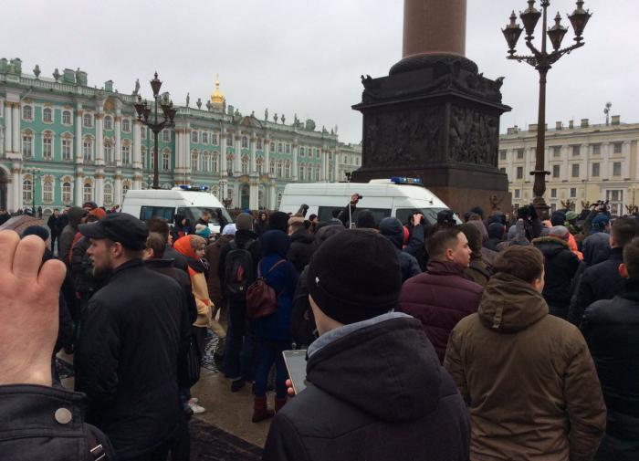 В Санкт-Петербурге перекрывают Дворцовую площадь