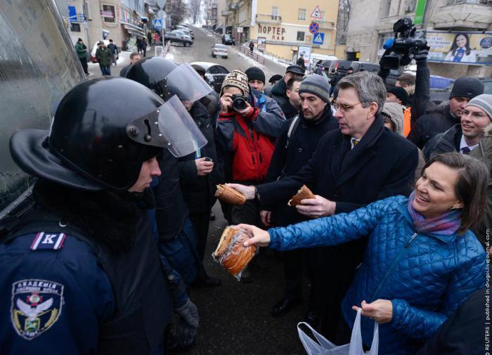 Визит Нуланд: Москва допустила ошибку, но исправляет её