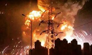 Гигантское облако огня накрыло китайский город Тяньцзинь. Фото, видео
