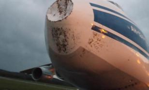 В Красноярске осмотрят самолет после удара молнии