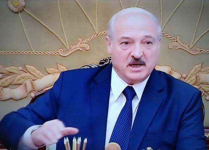 Лукашенко: Тихановская плакала и просила денег. Я ей дал  тысяч